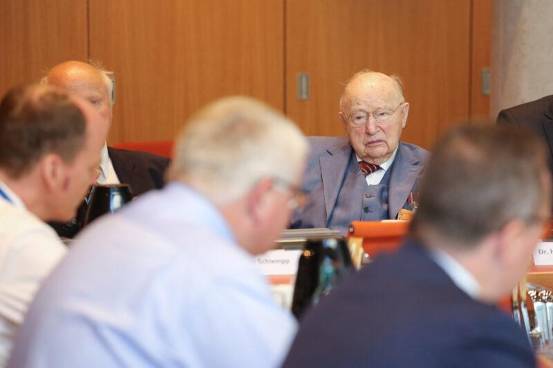 KPV gratuliert ihrem Mitglied Dr. Ernst Gerhardt zum 100. Geburtstag
